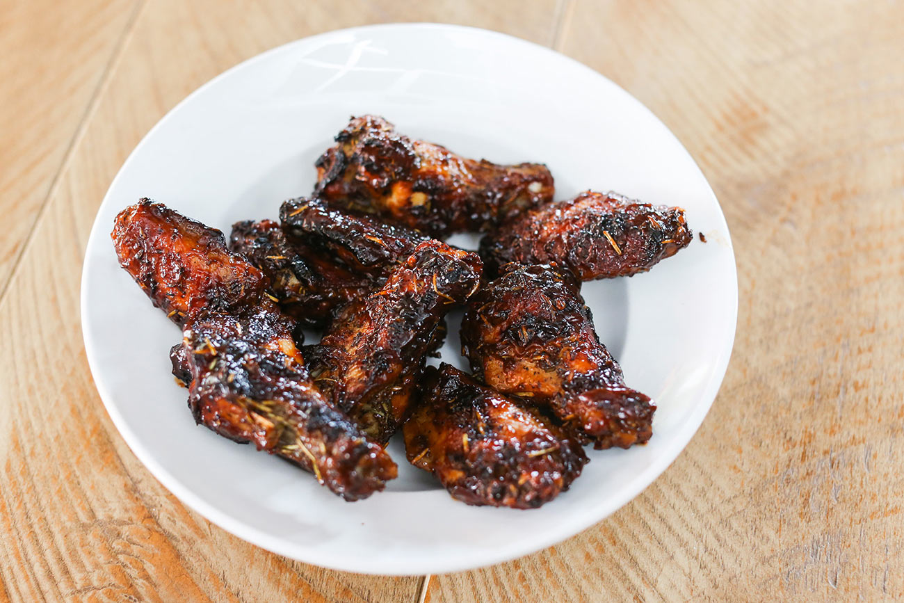 A photo of a plate of delicious looking chicken wings.